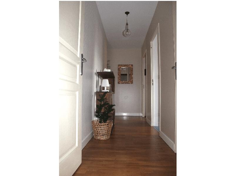 Photo après rénovation - vue du couloir depuis l'entrée