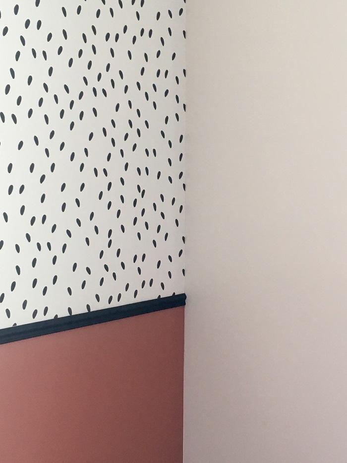 décoration d'une chambre en terracotta et papier peint