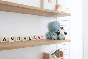 Etagères chambre bébé